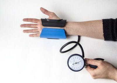 5. Schritt: Druck überprüfen, 3 - 4 Minuten anwenden